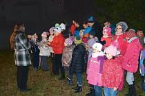 Zpívání koled ve Světlé Hoře spolu s dětmi ze Základní a mateřské školy Andělská Hora.