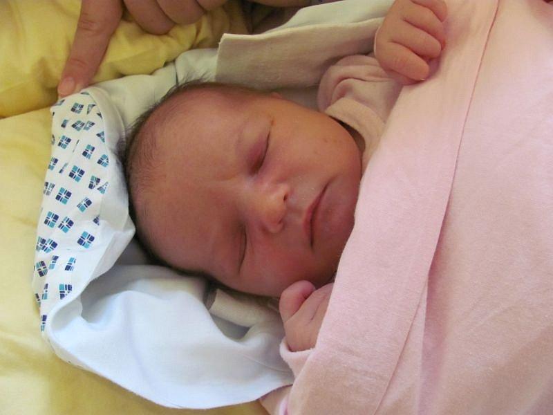 Jmenuji se LINDA SALÍKOVÁ a narodila jsem se 23. října 2012, měřila jsem 53 centimetrů a vážila jsem 4435 gramů. Moje maminka se jmenuje Blanka Salíková a tatínek se jmenuje Ondřej Salík. Bydlíme v Havířově.