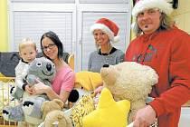 Děti, kterým svátky pokazila hospitalizace v nemocnici, měly z nečekaného dárku radost.