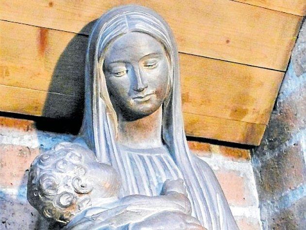 Slavnostní návrat sochy Panny Marie zDachau do Krnova se uskuteční 23. června vkostele sv. Martina v rámci mše, která začíná v 18 hodin. Kněz požehná madoně v19 hodin.