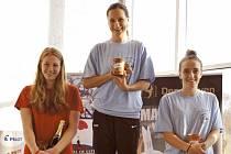 Nejlepší ženy. Zleva stříbrná Lenka Štěrbová, vítězka Silvie Rybářová a třetí Anna-Marie Benešová.