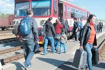 Vlaky z Krnova do Jeseníku si na nedostatek cestujících nemůžou stěžovat. Hlavním problémem této trati jsou vysoké poplatky za průjezd polským územím.