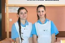 Studentky Michaela Vašková a Jarmila Klepáčová, budoucí zdravotní asistentky.