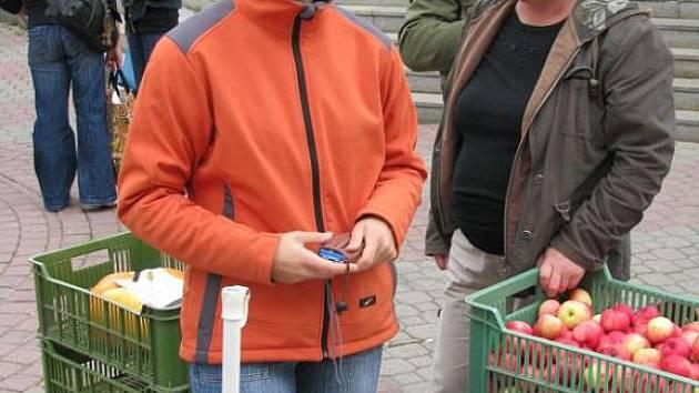 Odbornice na potraviny a stravu Vendula Kerpčarová (vlevo) z Bruntálu si ráda ke stravě přilepší zeleninou a ovocem.