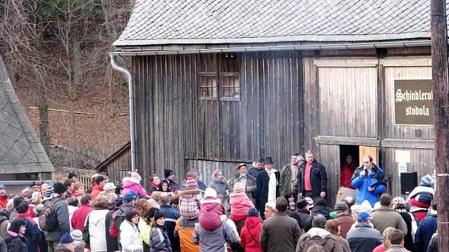 Schindlerova stodola v Malé Morávce se zaplnila návštěvníky, kteří byli zvědaví na její novou podobu.