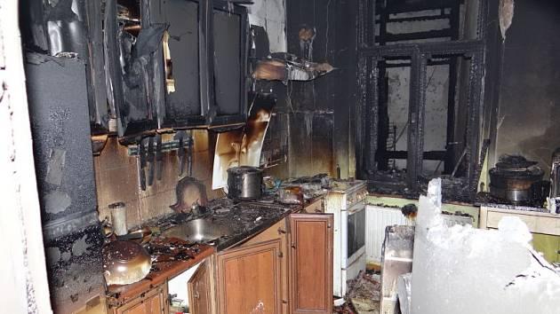 Požár bývalého hotelu Hruška v centru Bruntálu likvidovali v noci z 8. na 9. června hasiči.