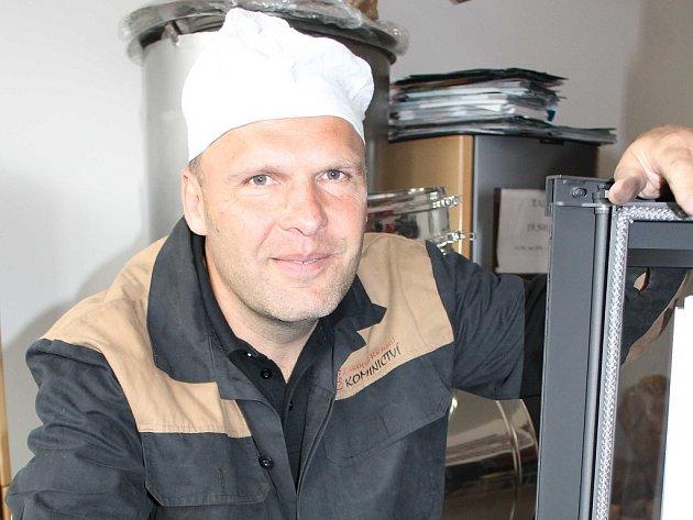 Richard Zakopal je kominíkem od ledna 1991. Je jedním z těch živnostníků, které zatím na lopatky nepoložila ani ekonomická krize. Lidé jeho služby totiž nezbytně potřebují.