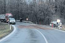 Při nehodě tří aut byl jeden řidič zraněn těžce a druhý utrpěl středně těžká zranění.