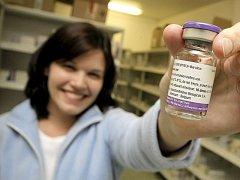Prevenci proti většině typů chřipek představuje včasné očkování. Vakcína by ale měla být podána ještě před nástupem chřipkové epidemie.