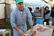 Řezník Antonín Dudešek připravuje pochoutky na obecní zabijačceve Světlé Hoře každý rok.