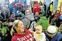Nejmladším účastníkem letošního novoročního výstupu byl Matyáš Gebauer z Otic, který zvládl zimní výšlap na Praděd ve věku pouhých šesti mesíců. Kromě něj přišlo na Praděd dalších 1200 výletníků.