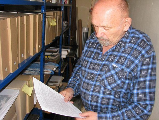 Josef Cepek, bruntálský kronikář, nalezne čas od času v archivech velmi zajímavé lidské příběhy, jako ten autodopravce Patrmana z Opavy.