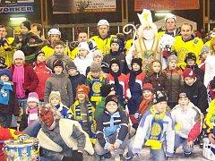 Malí hokejisté Krnova a Horního Benešova při exhibici na mikulášském okresním derby ze soboty 5. prosince 2009.