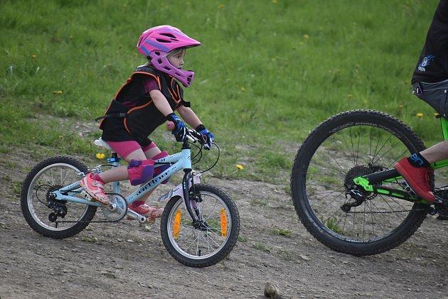 Bikepark Kopřivná vJeseníkách pojal zahájení sezony jako zábavnou show pro celou rodinu.