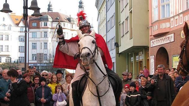 V neděli 15. listopadu zavítal do krnovských ulic průvod v čele se svatým Martinem na bílém koni.