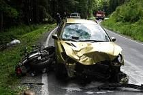 Výsledek nehody: těžké zranění a značná škoda.