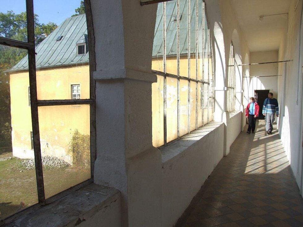 Brantický zámek byl po celá desetiletí pro veřejnost uzavřen, takže o víkendovou prohlídku byl značný zájem.