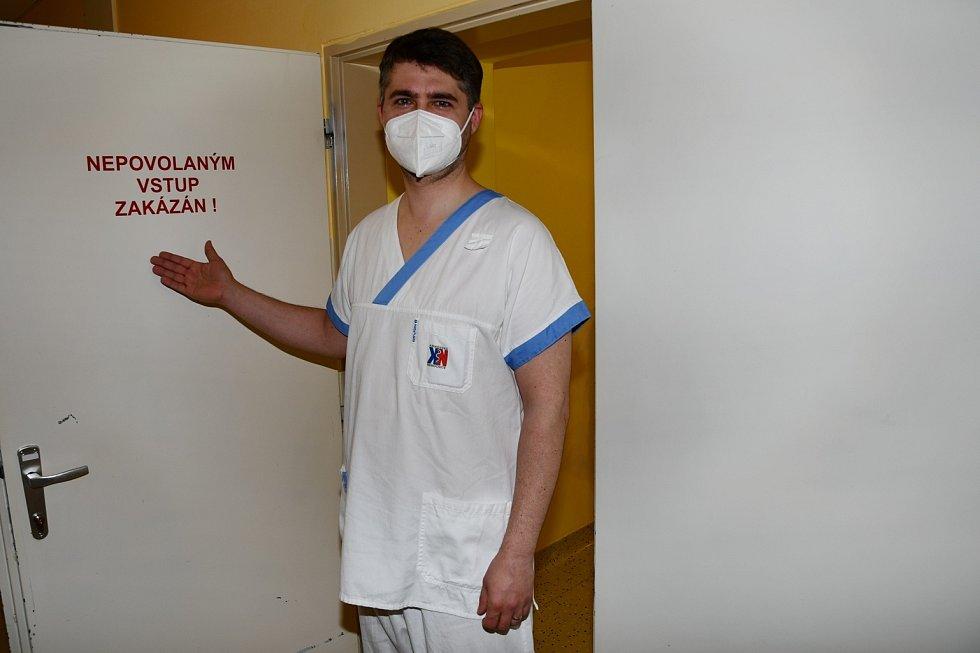 Statečný radiologický asistent.