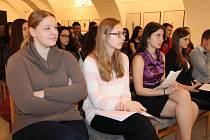 Karolína Rezniková z Vrbna pod Pradědem (vlevo) je studentkou bruntálského gymnázia, která vypracovala studii o historii vlastní rodiny.