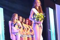 Bruntálská studentka Marie Glozová je vepředu. Soutěžní číslo 7 jí přineslo štěstí.