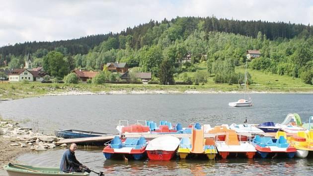 Nová Pláň a Leskovec nad Moravicí. To jsou místa, odkud mohou turisté vyjet lodičkami po přehradě Slezská Harta.