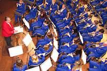 Karel Dospiva je skutečným srdcem krnovského orchestru. Vánoční koncert v sobotu 19. prosince 2009 si vychutnaly stovky posluchačů.