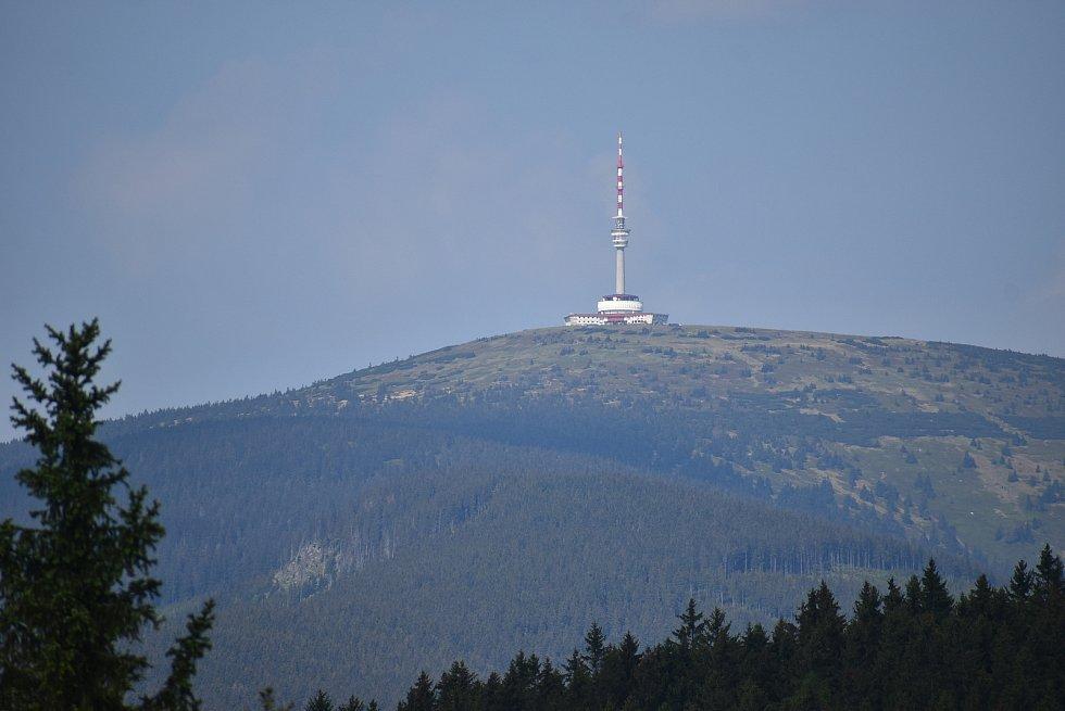 Vrbno pod Pradědem leží přímo na hranici mezi Hrubým Jeseníkem a Zlatohorskou vrchovinou.