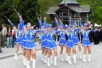 Pochod mažoretek. Vystoupení mažoretek každoročně zahajuje lázeňskou sezonu v Karlově Studánce. Ani letos tomu nebylo jinak.