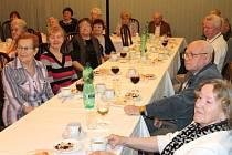 Letos se dožili pětasedmdesáti let. U této příležitosti se sešli oslavenci z Bruntálu s vedením města, aby poseděli u vínka a hovořili o problémech, které je tíží.