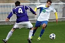 Krnovští fotbalisté se na vlastním trávníku rozloučí s divizní soutěží. V utkání proti Mikulovicím chtějí uspět, spoléhat se budou i na Martina Saba (na snímku vpravo).