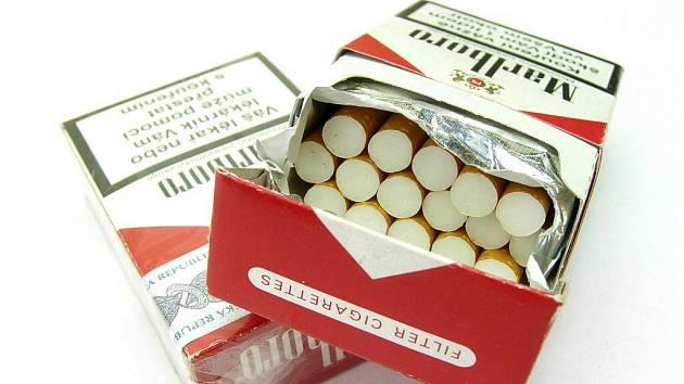 Padělané cigarety, které krnovští celníci nelezli se lišili i počtem kusů cigaret v krabičce.