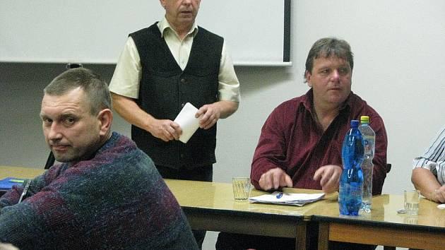 Dramatické jednání karlovického zastupitelstva ve středu 25. listopadu 2009.