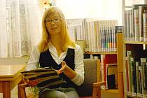 Elišce Beranové z Bruntálu je teprve devatenáct let, a už má na svém kontě několik scénářů. V říjnu představila v bruntálské městské knihovně svou knižní prvotinu Cesty.