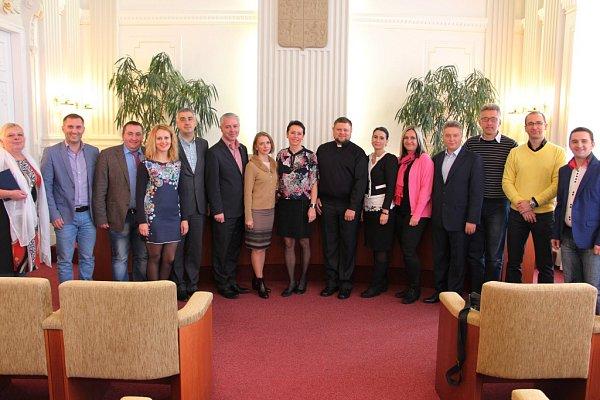Vukrajinské delegaci, která změsta Nadvirna dorazila do partnerského Krnova, jsou vedle představitelů města a okresu také specialisté na sociální otázky, práci sdětmi, sport a turistiku.