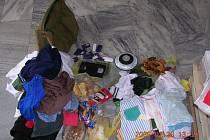 Zloděj, jehož minulý týden dopadli při krádeži v bruntálském Lidlu, měl několik tašek napěchovaných potravinami a věcmi, které posbíral v kontejnerech.