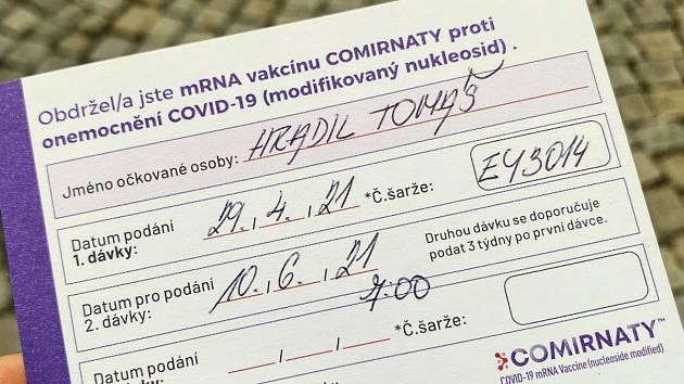 Starosta Krnova Tomáš Hradil má důvod k radosti. Dostal první vakcínu a už dva dny po sobě v krnovské nemocnici nebyl žádný pozitivní test.