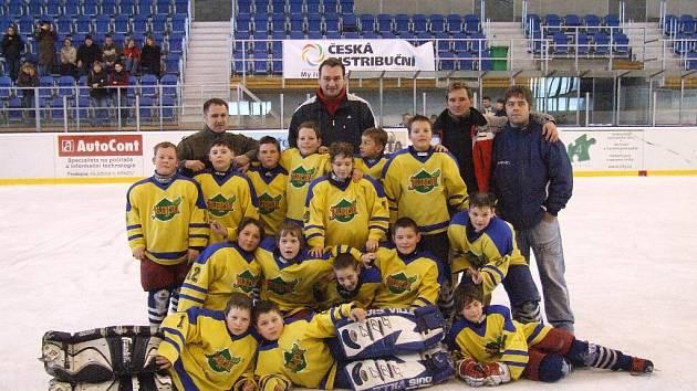 Malí hokejisté Krnova překvapili. V silné konkurenci po zásluze vybojovali cenné první místo.
