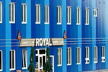 Bývalá celnice ve Vysoké dnes patří obci. Ta ji pronajala za velmi výhodných podmínek krnovskému podnikateli Michalovi Satke.