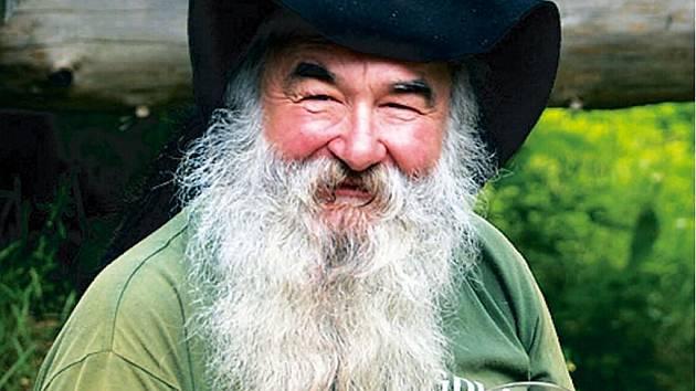 Henry odešel. Legenda českého trampingu a zlatokopectví, Jindřich Henry Hořelica, svérázná osobnost Zlatých Hor, samorost, dobrodruh a rebel.