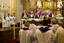 Mše svatá v bazilice svaté rodiny v Branicích s ostatky Josefa Nathana. Po obřadech byla rakev vložena do mramorového sarkofágu v zadní časti kostela.