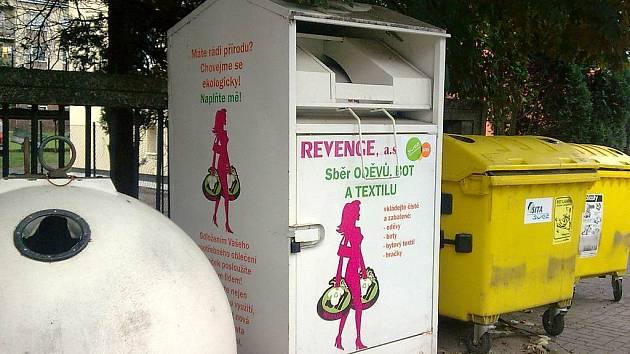 PRVNÍ KONTEJNER na obnošené šatstvo bude v Krnově umístěn u recyklačního dvora na Karáskově ulici.