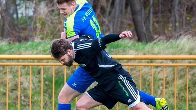 Jakub Houdek (v modrém)