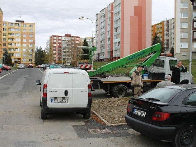 Pracovníci technických služeb se již v průběhu týdne objevili u mateřské školy v ulicích Dolní, Dělnická a Horní v Bruntále.