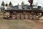 """Největší senzací na bojových ukázkách v Bělorusku byl tank Stug 3. """"Nedávno ho našli zapadlý v bažině poblíž linie v Minsku. Umyli jej, vyměnili olej a naftu, opravili blatník a v květnu 2019 už zase bojoval,"""" uvedl k fotografii Pavel Sluka."""