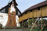 Když socha, tak pořádná. Halouzkův Praděd, největší dřevěná socha v Evropě.