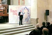 Dlouholetý sólista opery Slezského divadla v Opavě a jeho dramaturg Evžen Trupar celý slavnostní večer uváděl.