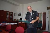 Jan Božovský tři volební období byl starostou Lomnice, a pak byl třikrát zvolený starostou Dvorců.
