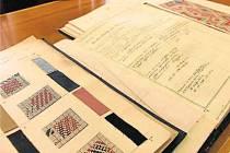 Dezénové knihy náhodou našla bývalá pracovnice Karnoly Emília Zemanová. Darovala je městu Krnovu, aby se staly exponáty muzea textilnictví.