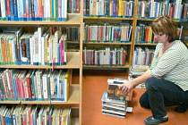 Rekonstrukce a zvětšení plochy o jednu místnost vedlo v knihovně na Jiráskově ulici v Krnově k přerovnání všech téměř osmnácti tisíců nabízených knih a časopisů. Knihovnice měly co dělat.