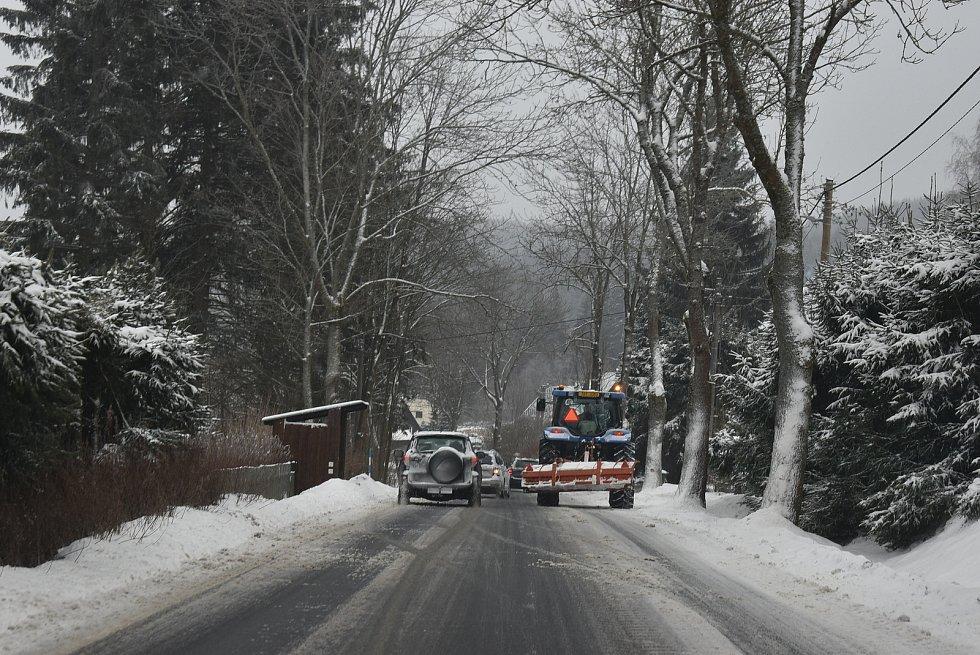 Silnice v Jeseníkách v neděli byly sjízdné, ale jen se zvýšenou opatrností.